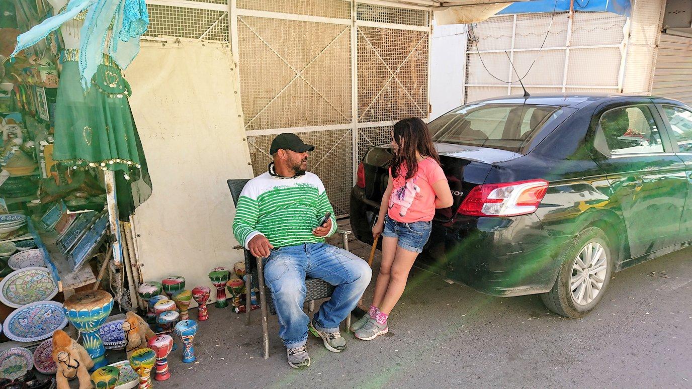 チュニジア:シディ・ブ・サイドの駐車場に到着5