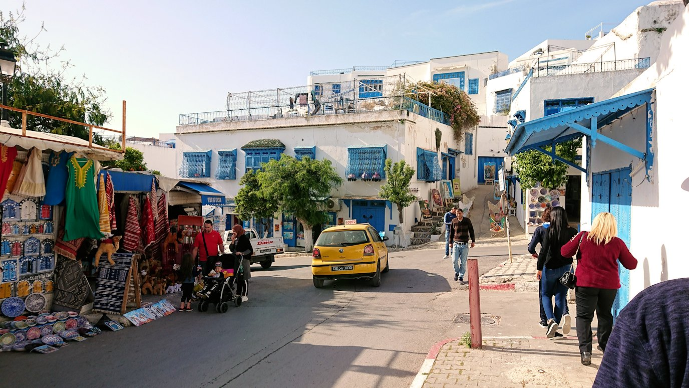 チュニジア:シディ・ブ・サイドの駐車場に到着7