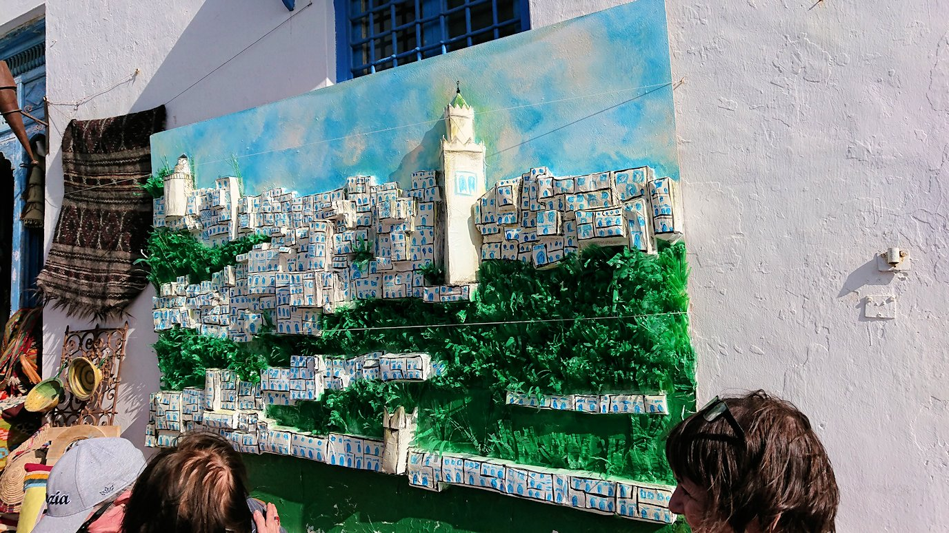 チュニジア:シディ・ブ・サイドの中心へ向かう坂を進む9