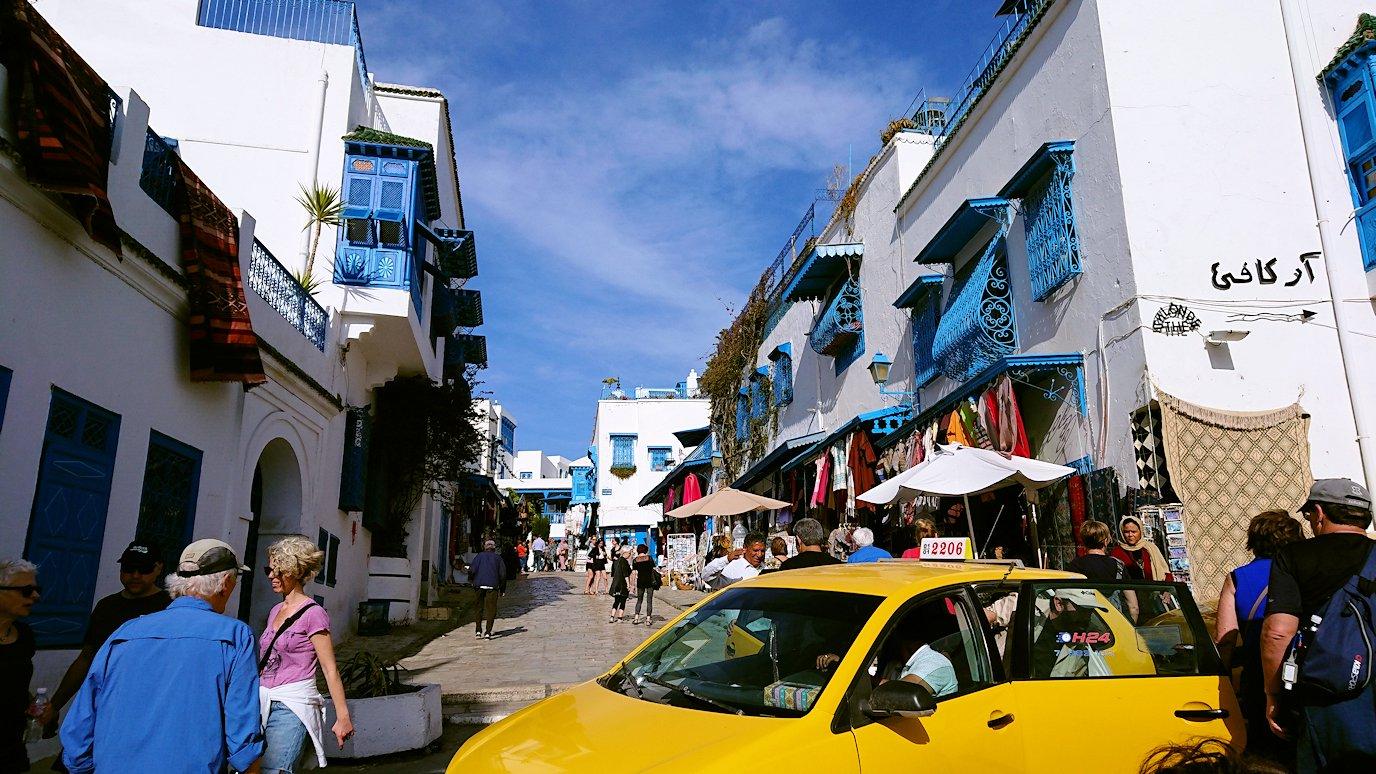 チュニジア:シディ・ブ・サイドの中心へ足を踏み入れる