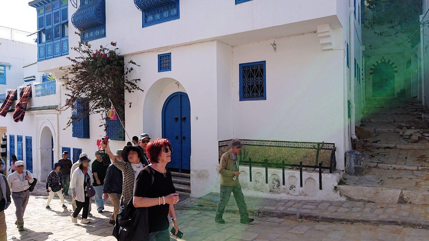 チュニジア:シディ・ブ・サイドの中心へ足を踏み入れる7