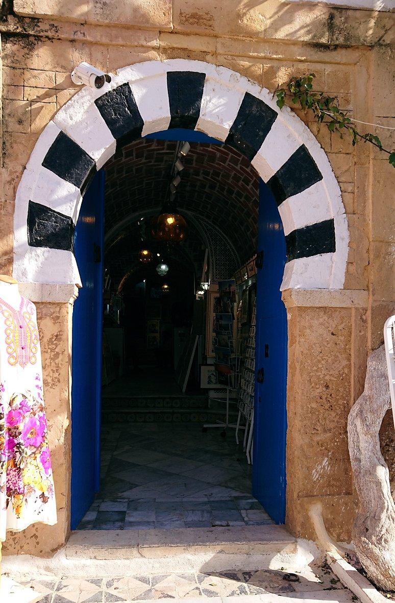 チュニジア:シディ・ブ・サイドの中心へ足を踏み入れる8