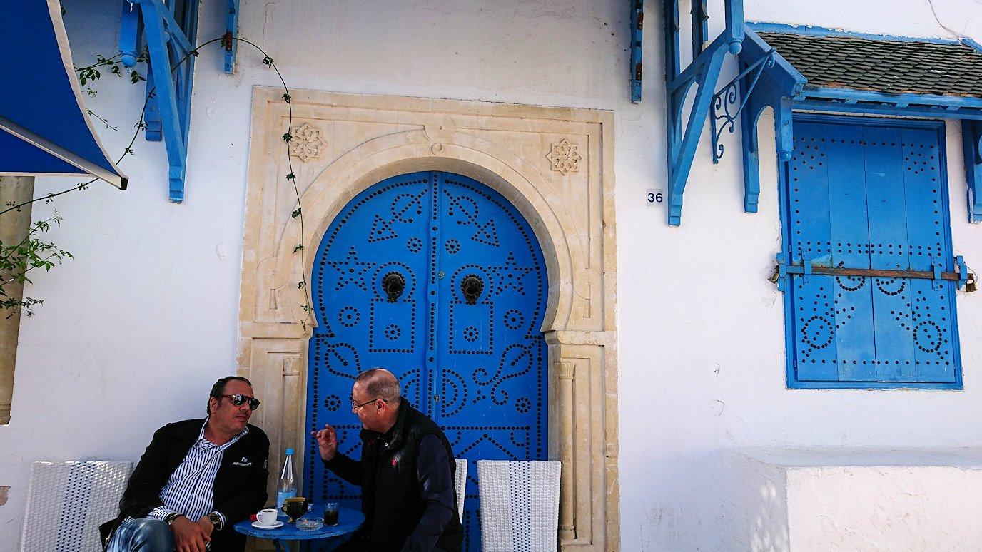 チュニジア:シディ・ブ・サイドの中心へ足を踏み入れる4