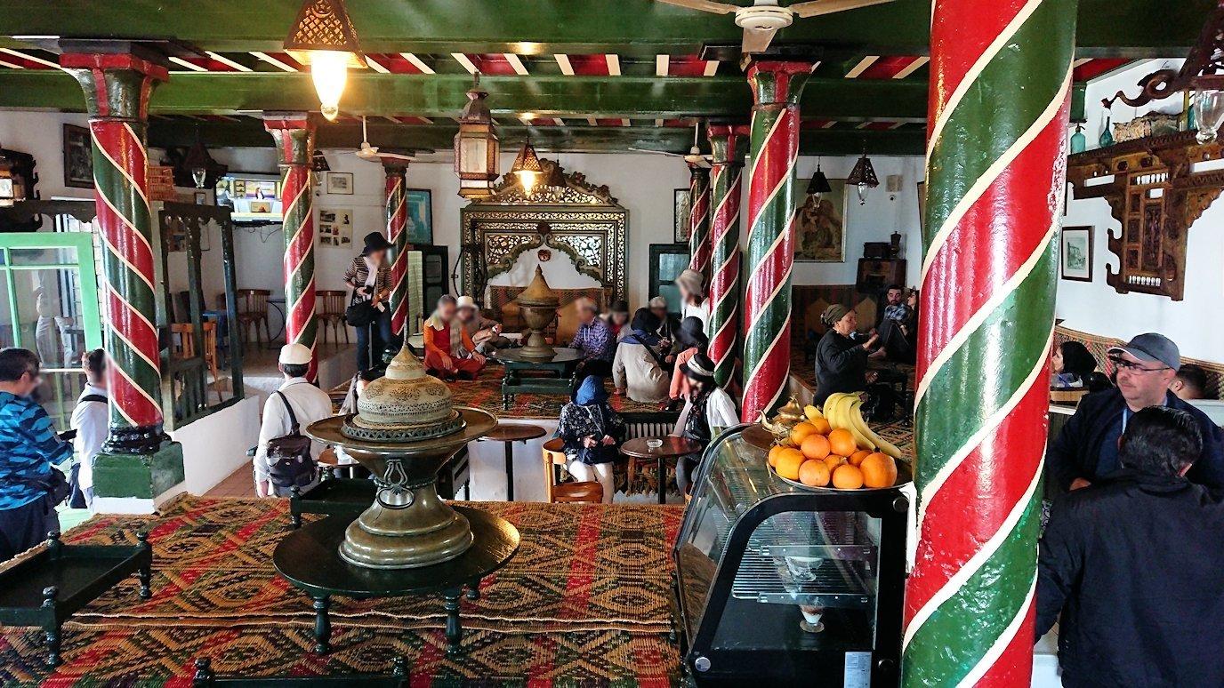 チュニジア:シディ・ブ・サイドのカフェ・デ・ナットへ入る6