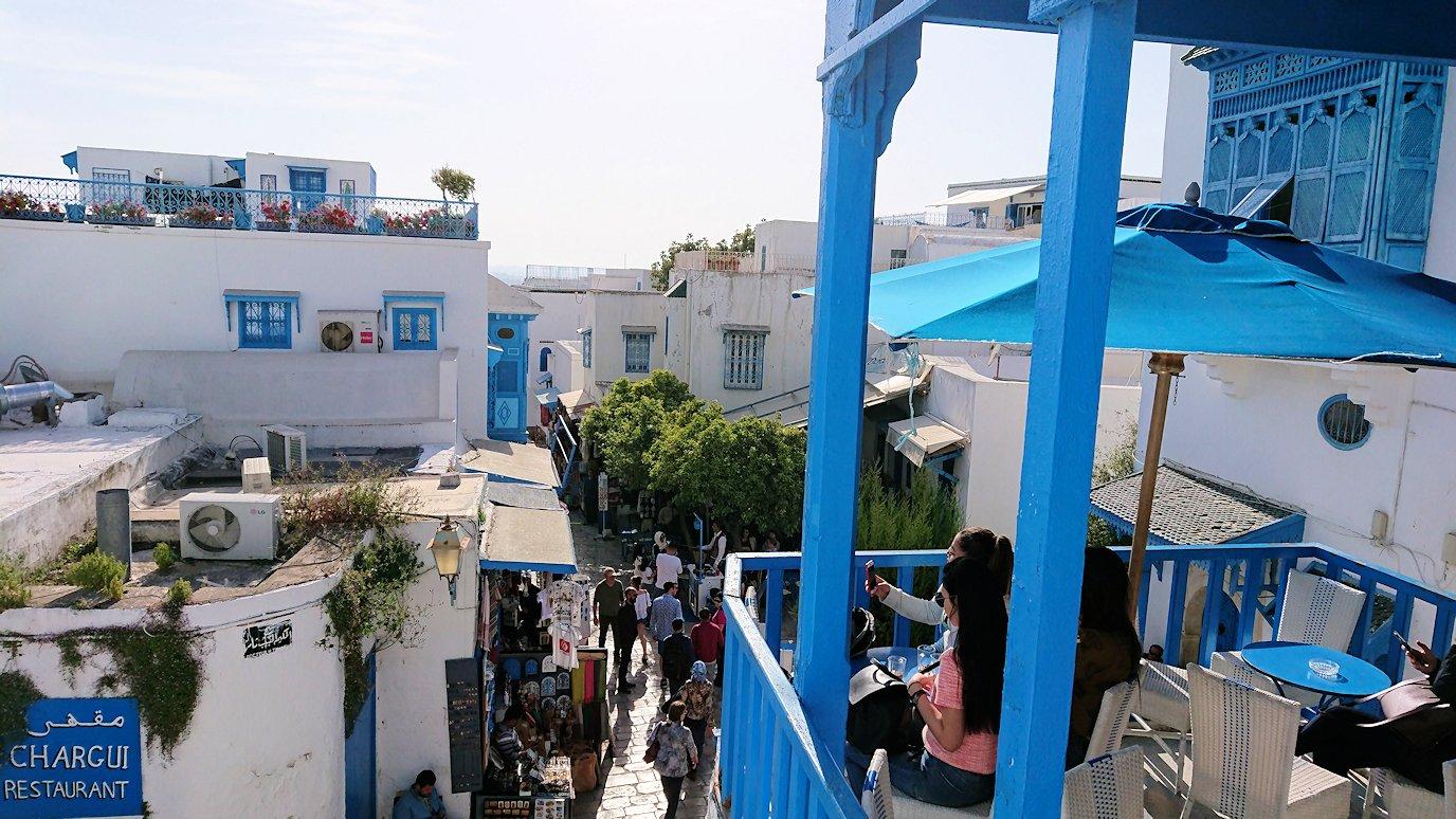 チュニジア:シディ・ブ・サイドのカフェ・デ・ナットへ入る7