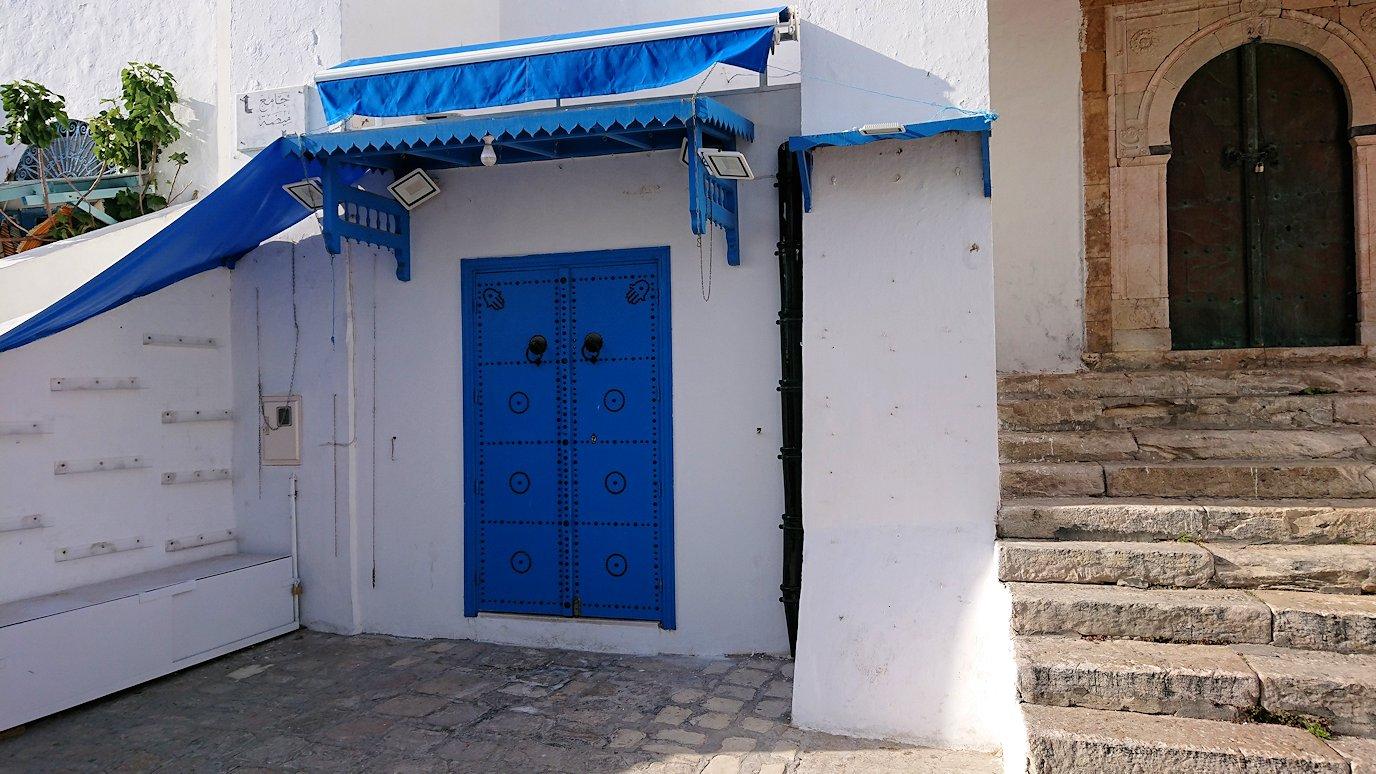 チュニジア:シディ・ブ・サイドの街を進んで行きます3
