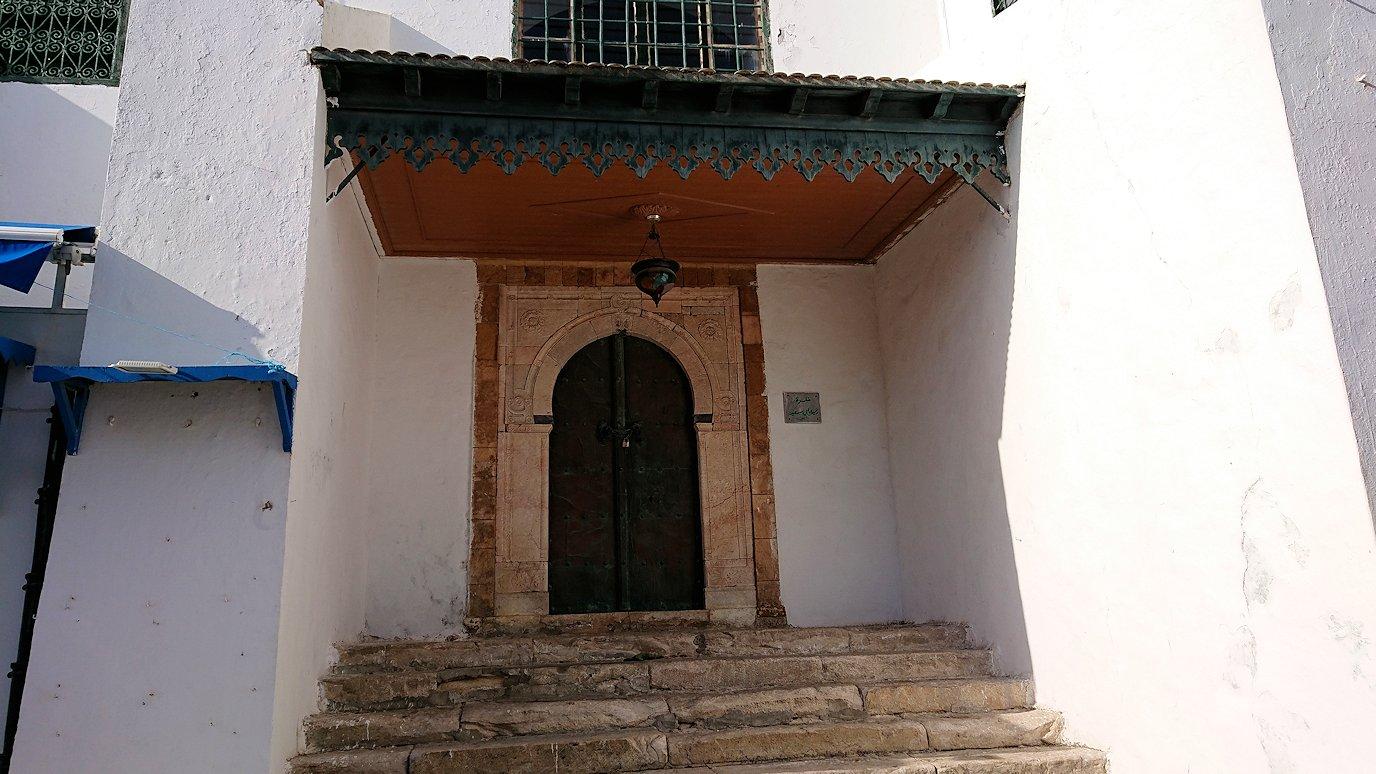 チュニジア:シディ・ブ・サイドの街を進んで行きます4