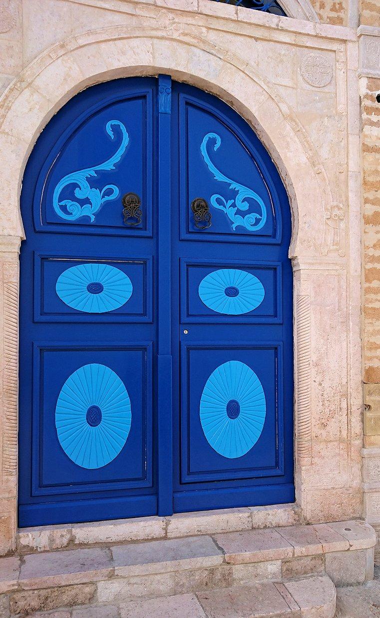 チュニジア:シディ・ブ・サイドの街を進んで行きます6