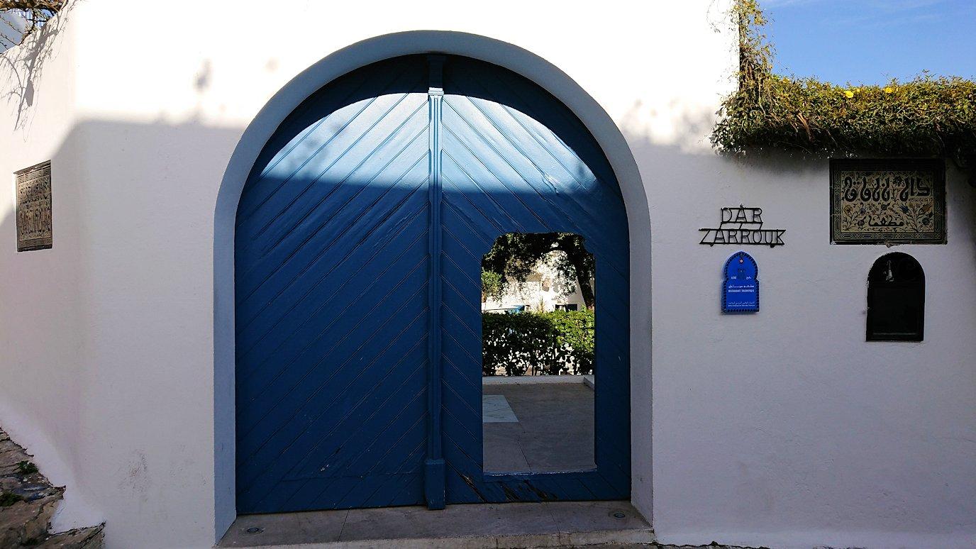 チュニジア:シディ・ブ・サイドの街を進んで行きます7