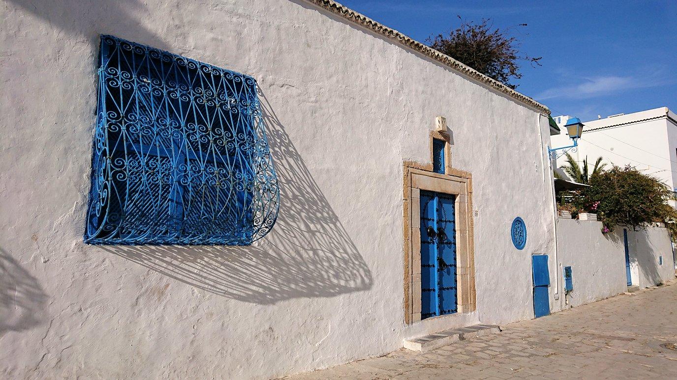 チュニジア:シディ・ブ・サイドの街を進んで絶景ポイントに向かう4