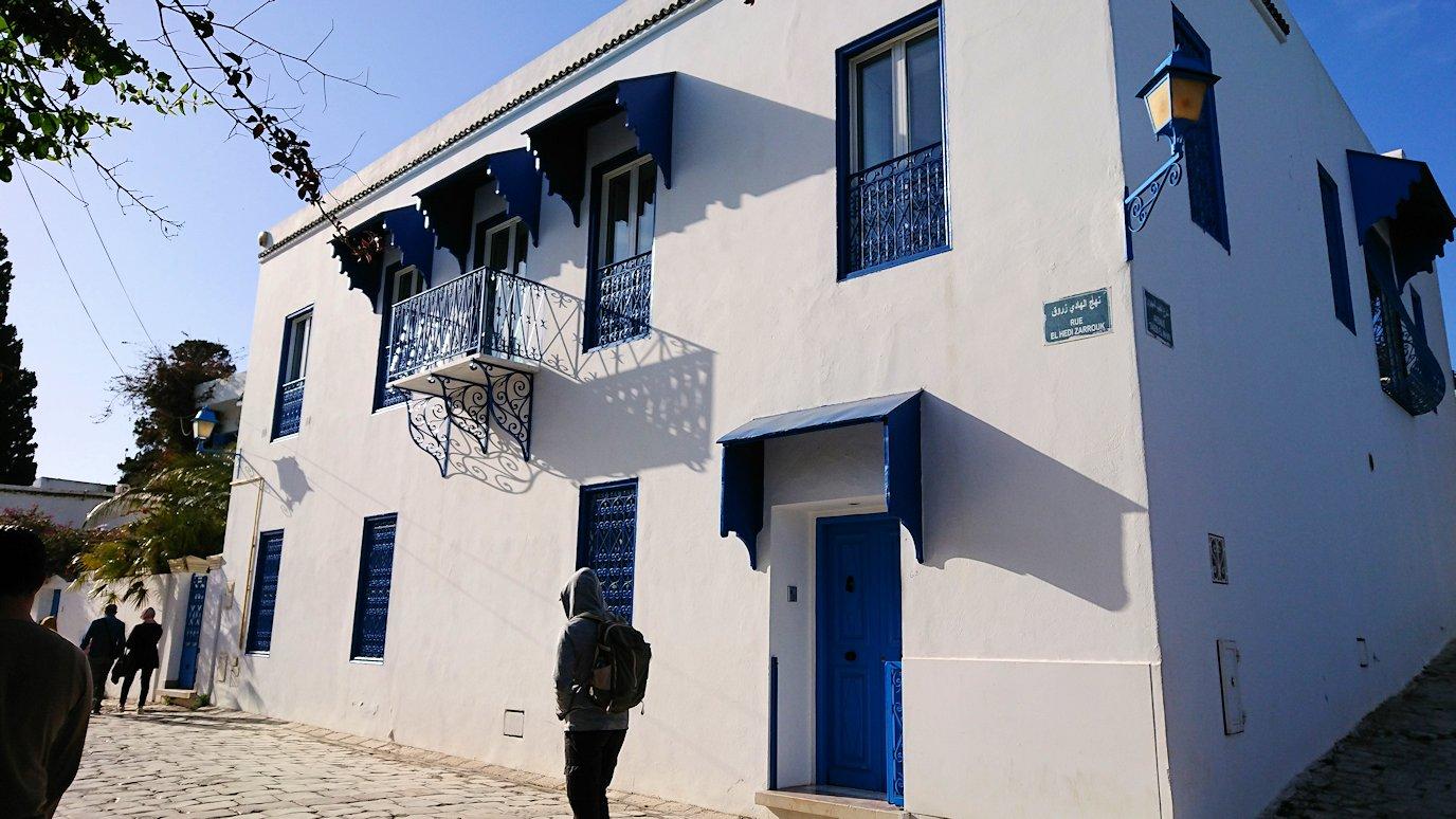チュニジア:シディ・ブ・サイドの街を進んで絶景ポイントに向かう6