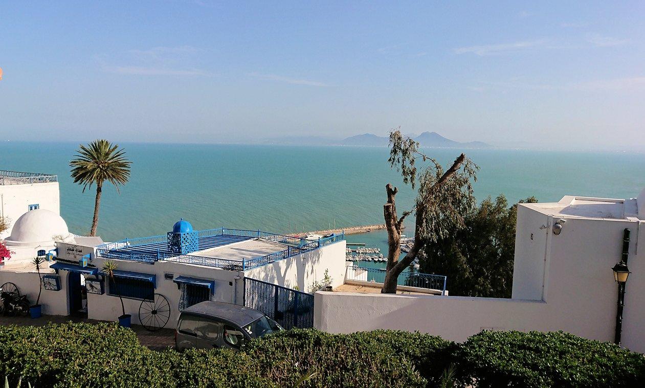 チュニジア:シディ・ブ・サイドの街を進んで絶景ポイントで写真撮影に夢中