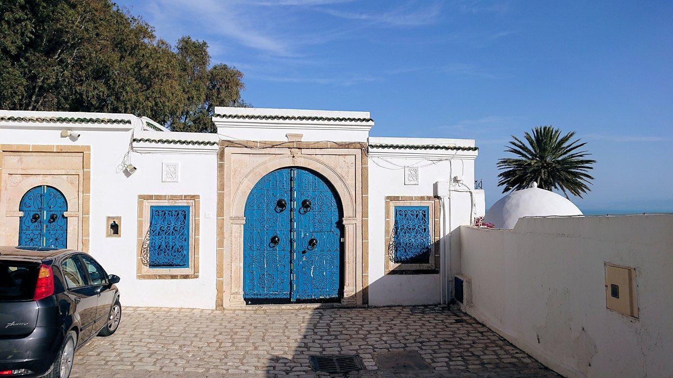 チュニジア:シディ・ブ・サイドの街を進んで絶景ポイントで写真撮影に夢中4
