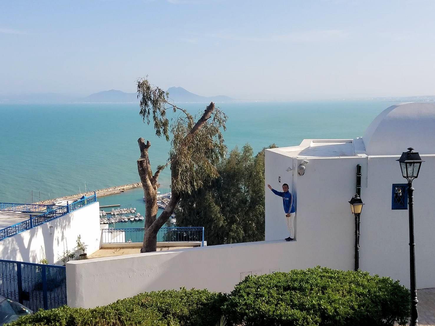チュニジア:シディ・ブ・サイドの街を進んで絶景ポイントで写真撮影に夢中6