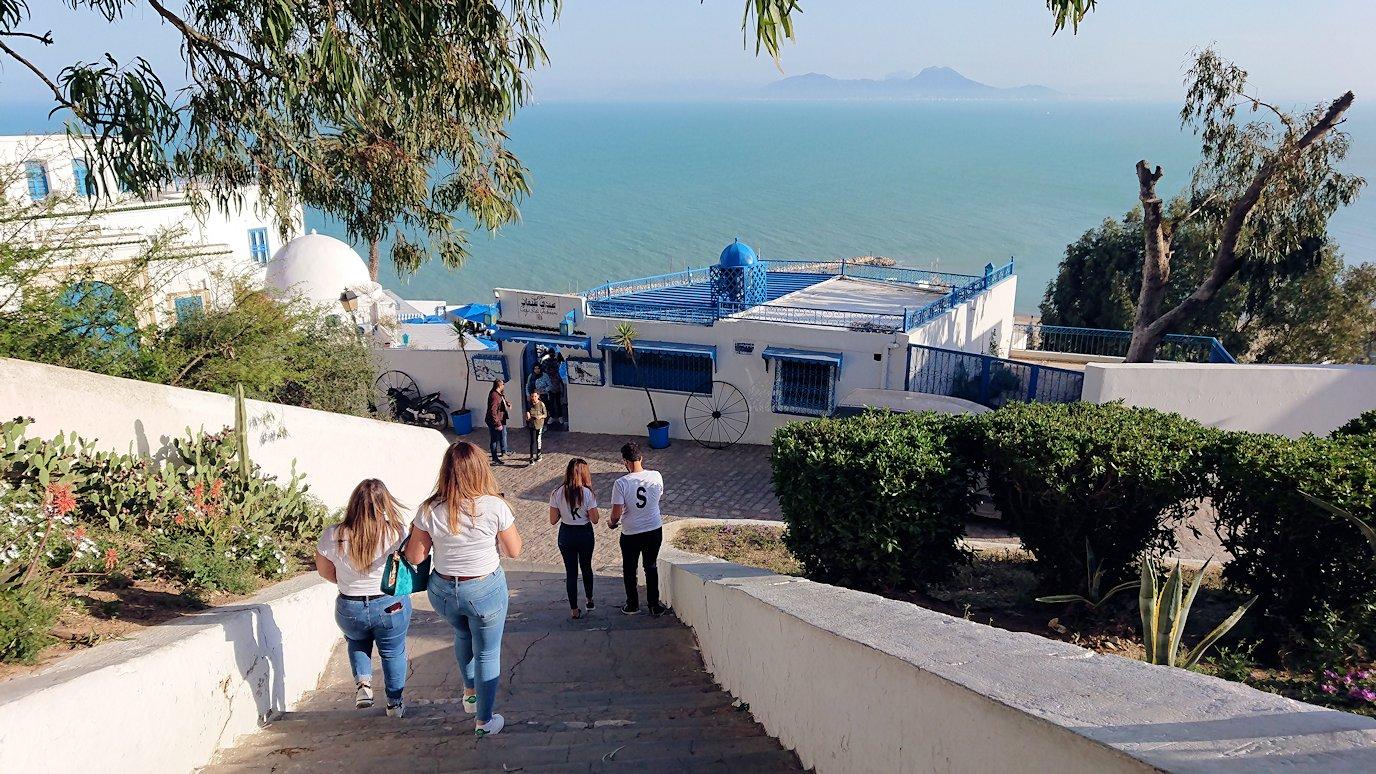 チュニジア:シディ・ブ・サイドの街の次なる絶景ポイントで写真撮影を試みる5