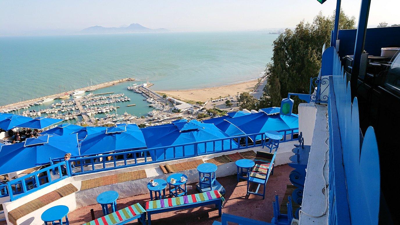 チュニジア:シディ・ブ・サイドで絶景のカフェにて