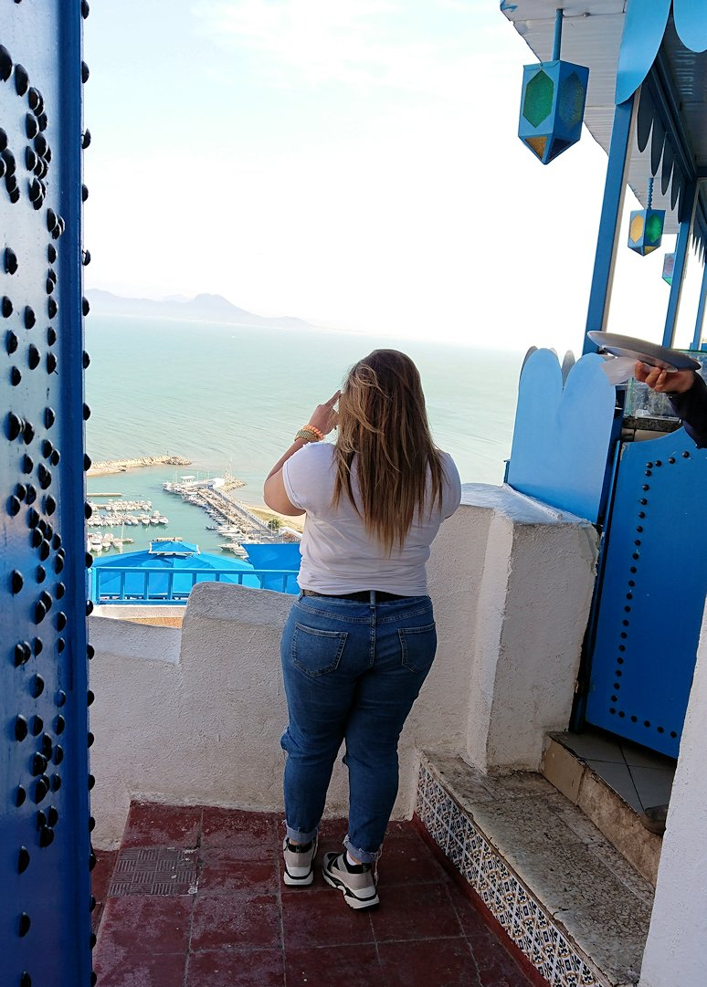 チュニジア:シディ・ブ・サイドで絶景のカフェにて2