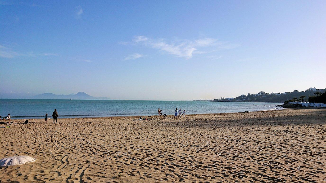 チュニジア:シディ・ブ・サイドで海岸に降りた場所で3