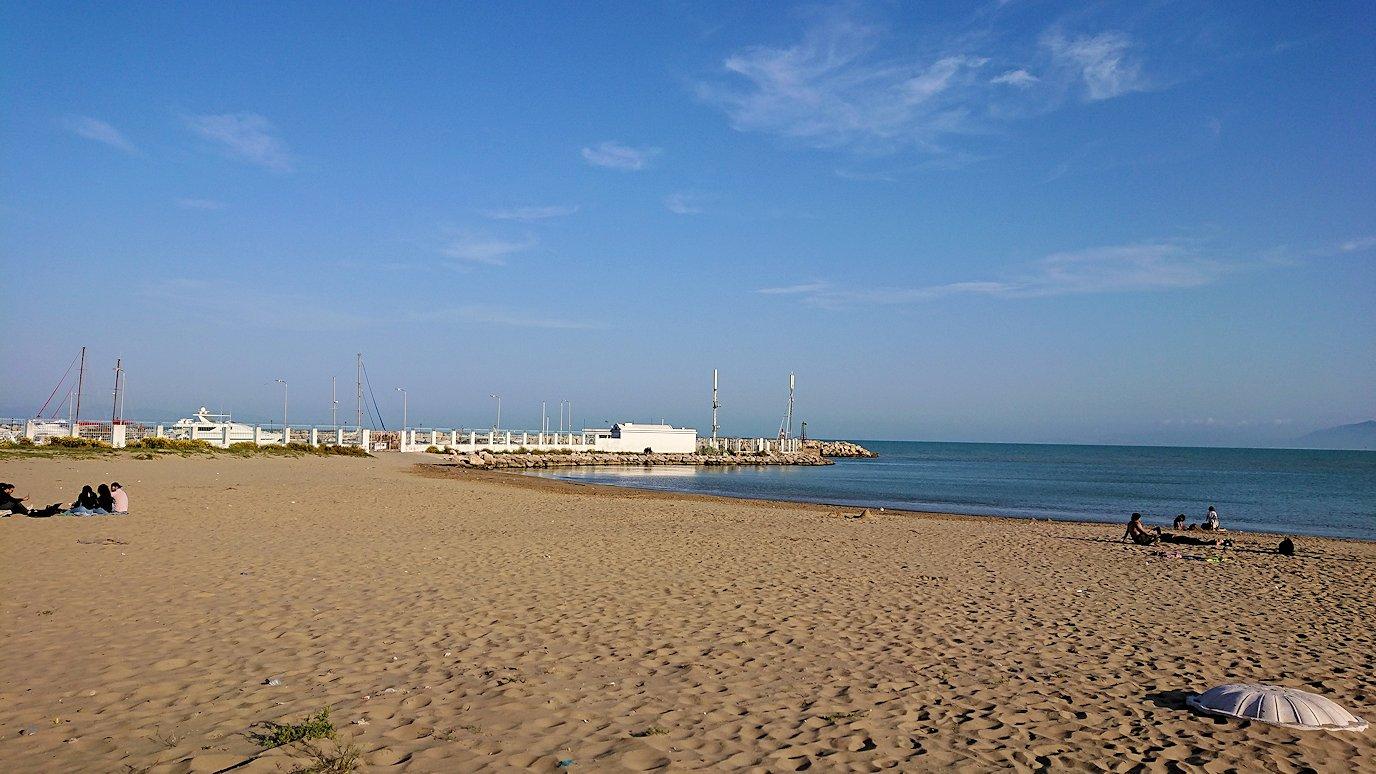 チュニジア:シディ・ブ・サイドで海岸に降りた場所で4