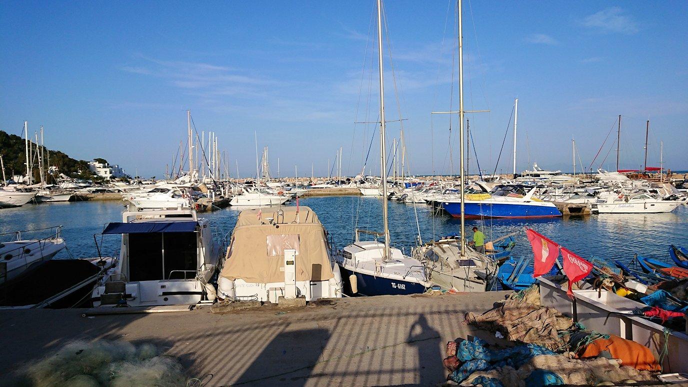 チュニジア:シディ・ブ・サイドで海岸に降りた場所で6