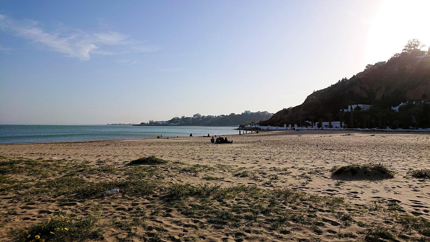 チュニジア:シディ・ブ・サイドで海岸に降りた場所で8