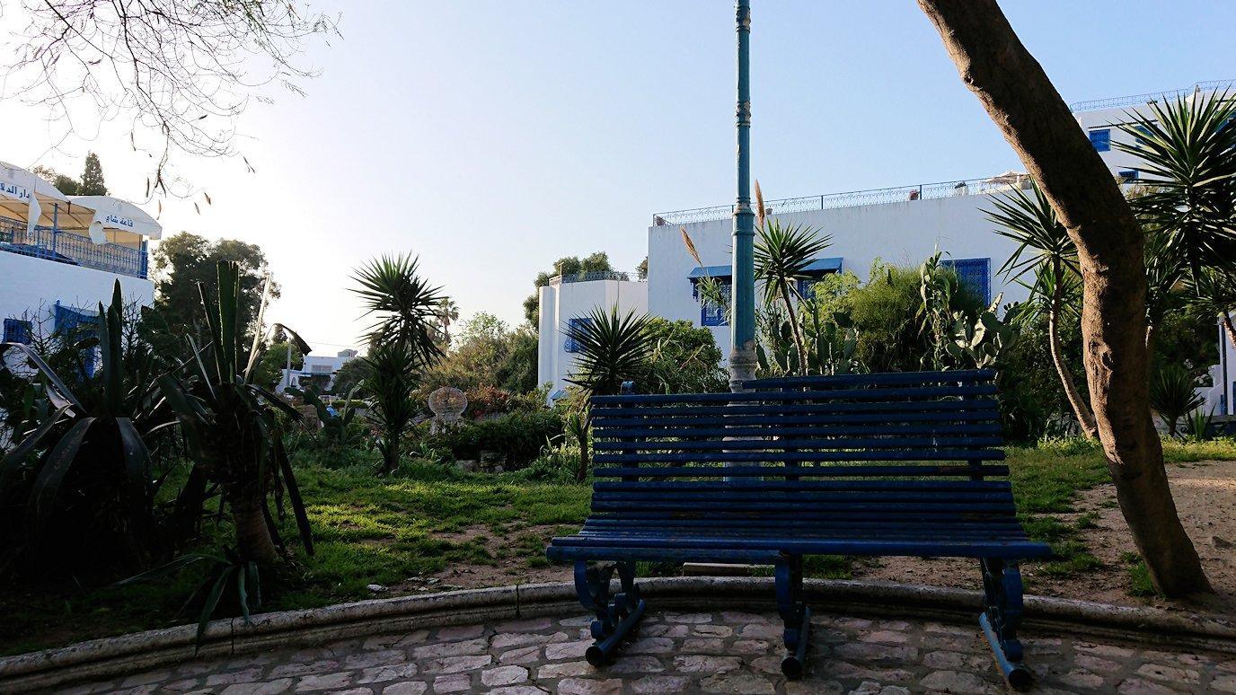 チュニジア:シディ・ブ・サイドでそろそろバスに戻る