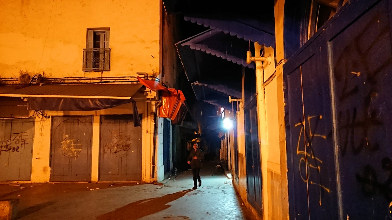 チュニジア:チュニスの夜を散策する9