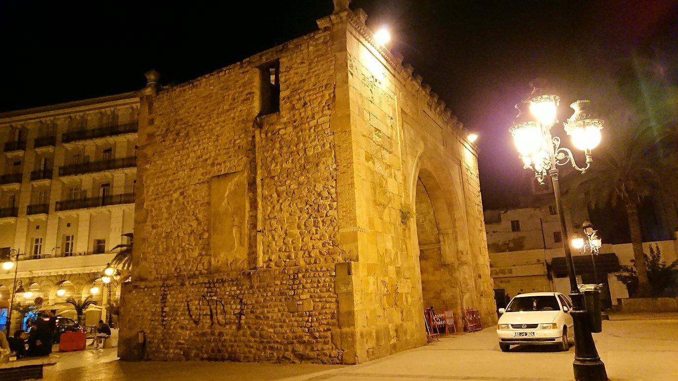 チュニジア:チュニスの夜を散策する10