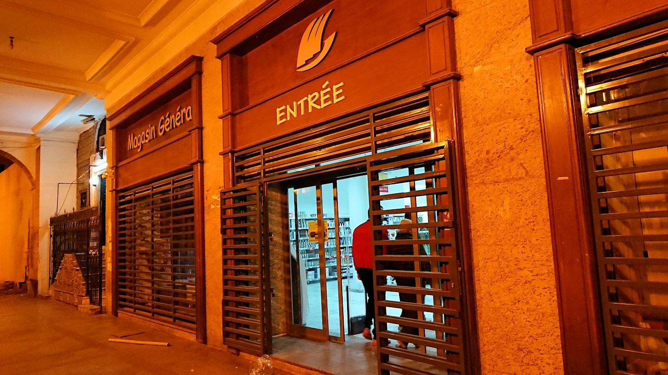 チュニジア:チュニスの夜を散策しスーパーに立ち寄る