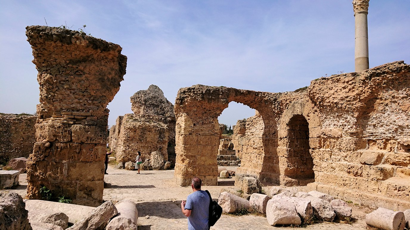チュニジア:カルタゴ遺跡のアントニヌスの共同浴場内を散策6