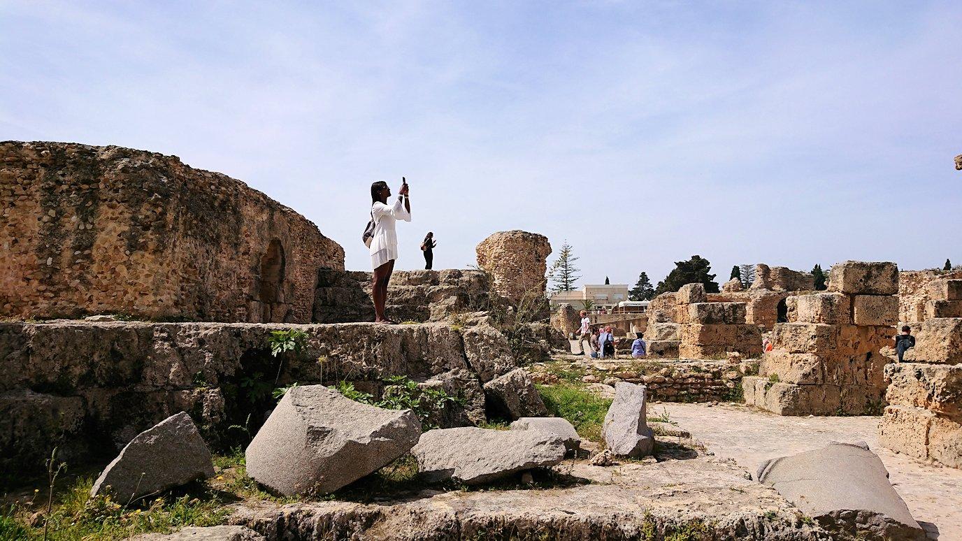 チュニジア:カルタゴ遺跡のアントニヌスの共同浴場内の散策は続く1
