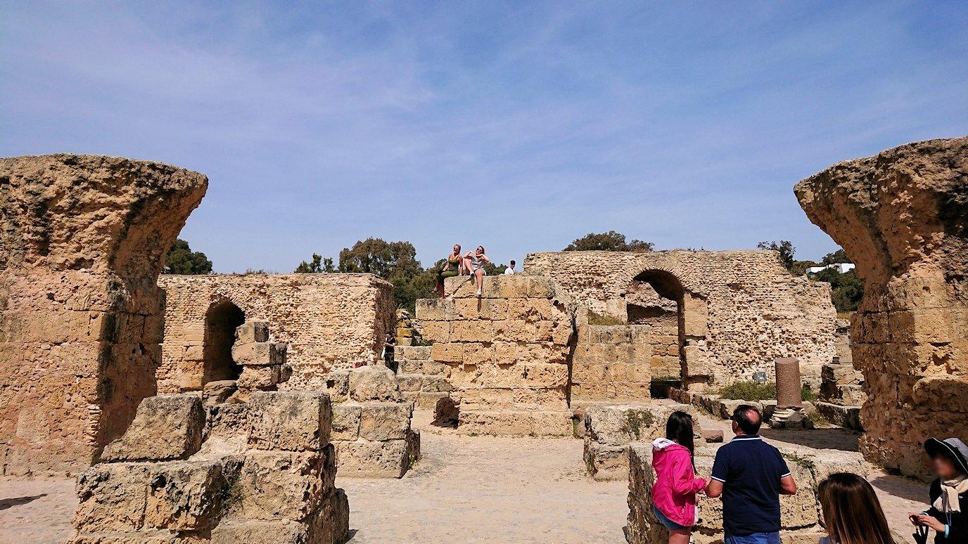 チュニジア:カルタゴ遺跡のアントニヌスの共同浴場内の散策は続く4