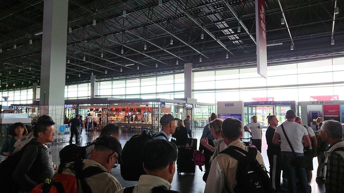 北マケドニアのスコピエ空港に到着3