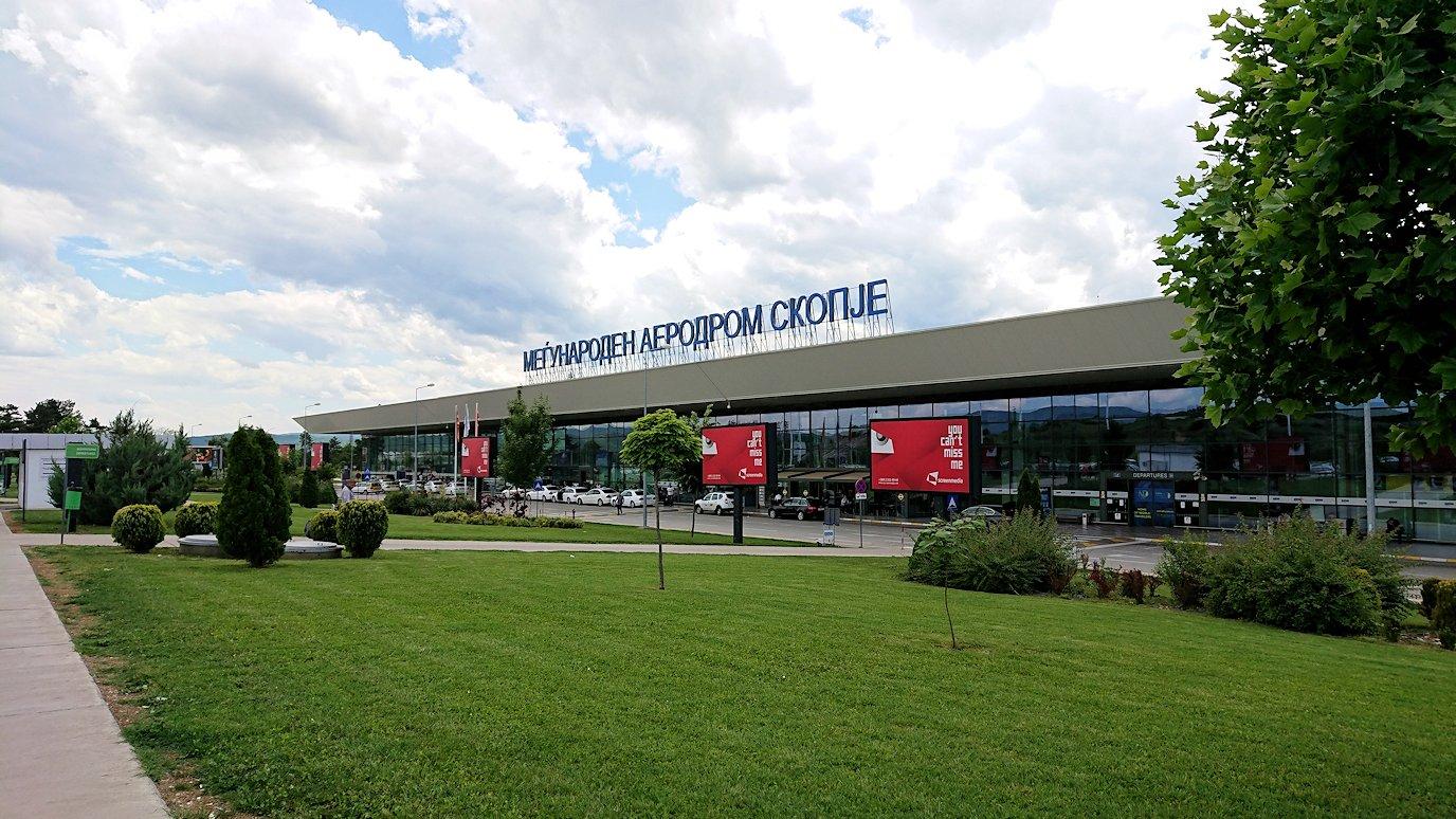北マケドニアのスコピエ空港に到着9