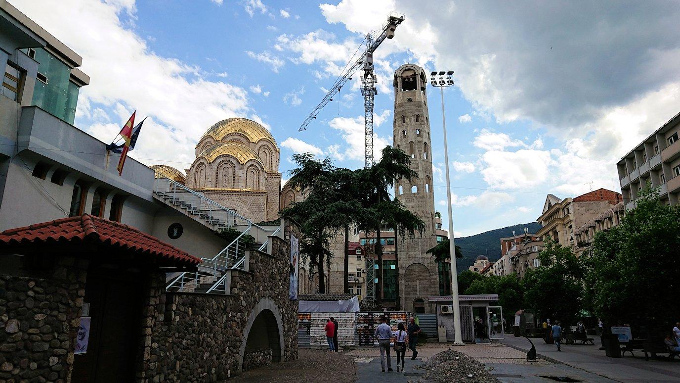 北マケドニアのスコピエ市内にあるマザーテレサ記念館に入る1