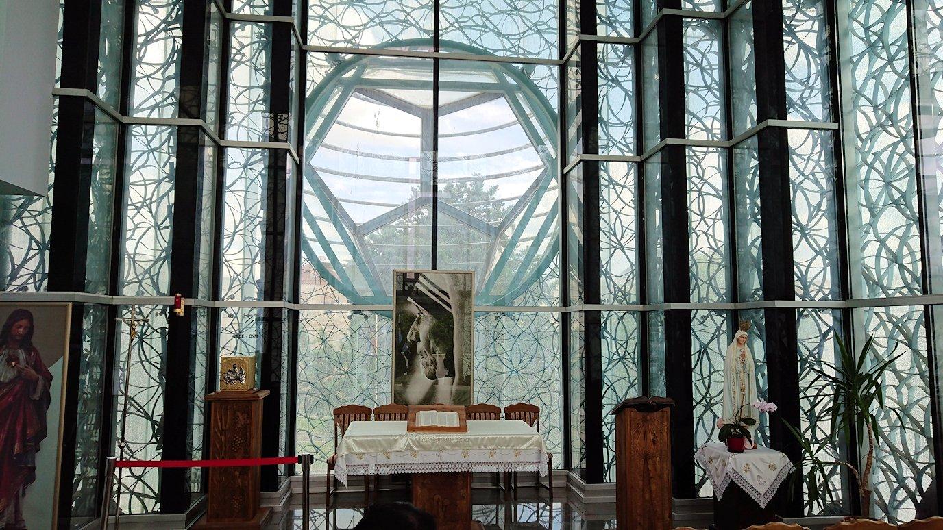 北マケドニアのスコピエ市内にあるマザーテレサ記念館の見学が終了する