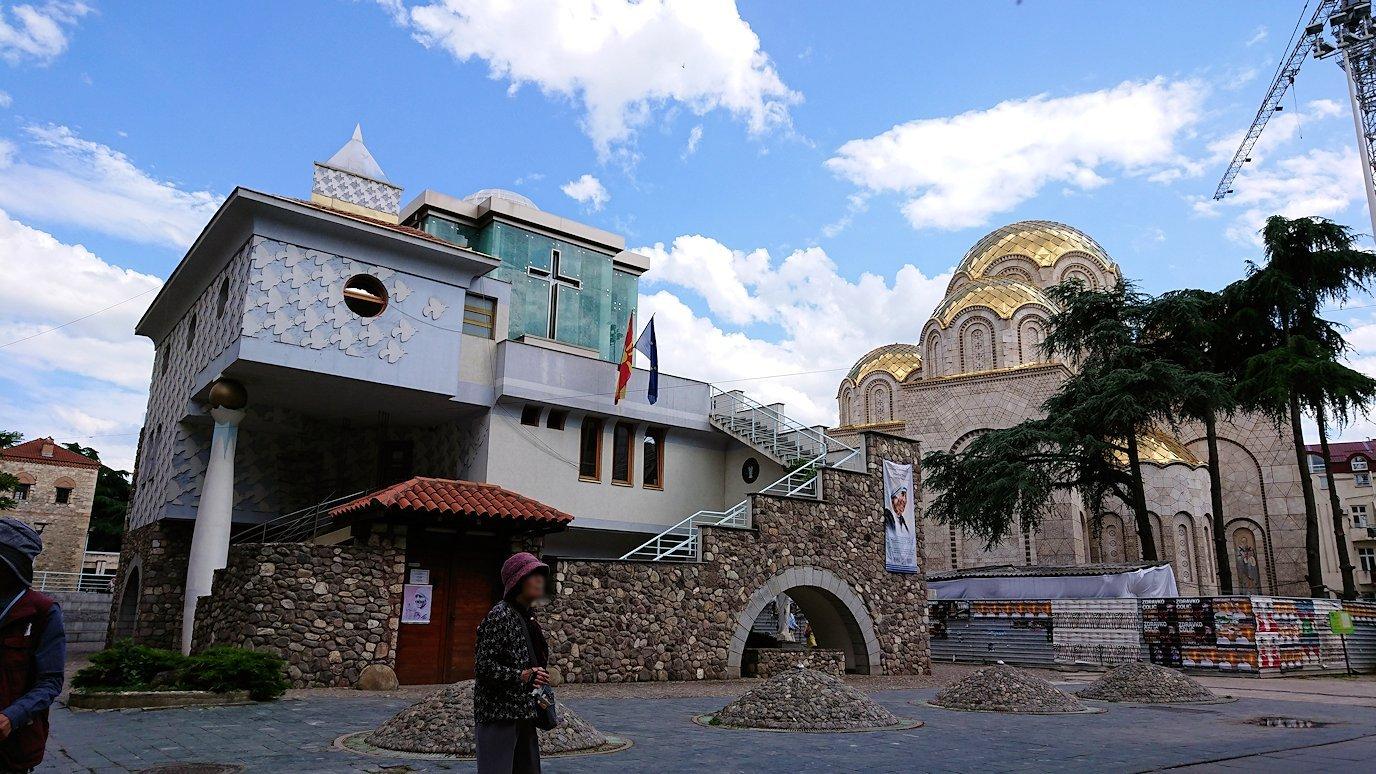 北マケドニアのスコピエ市内にあるマザーテレサ記念館の見学が終了する3