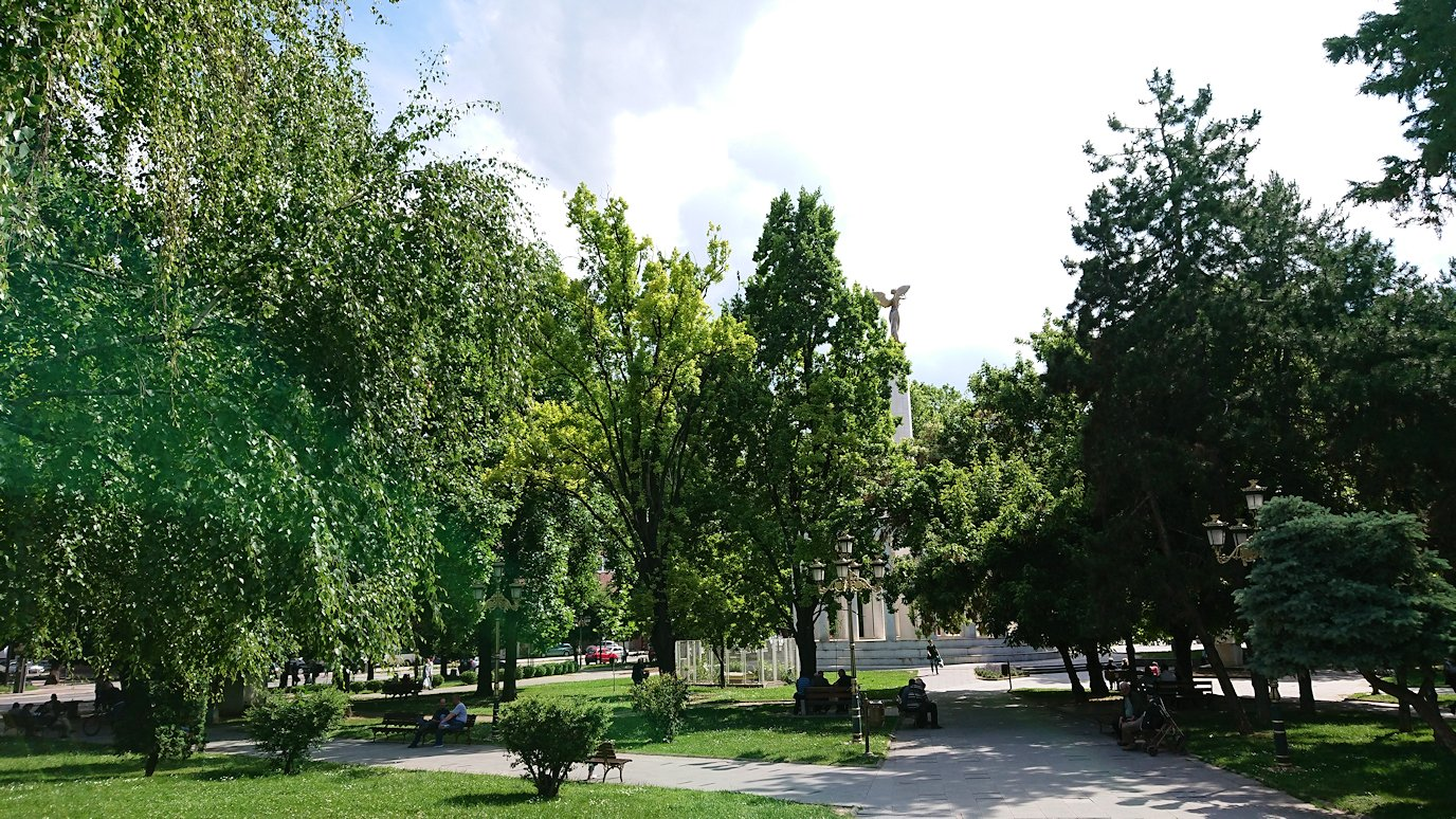 北マケドニアのスコピエ市内でバスに乗って移動5