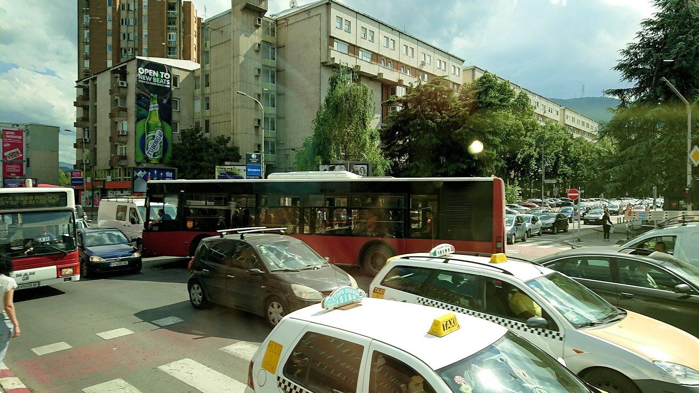 北マケドニアのスコピエ市内でバスに乗って移動7
