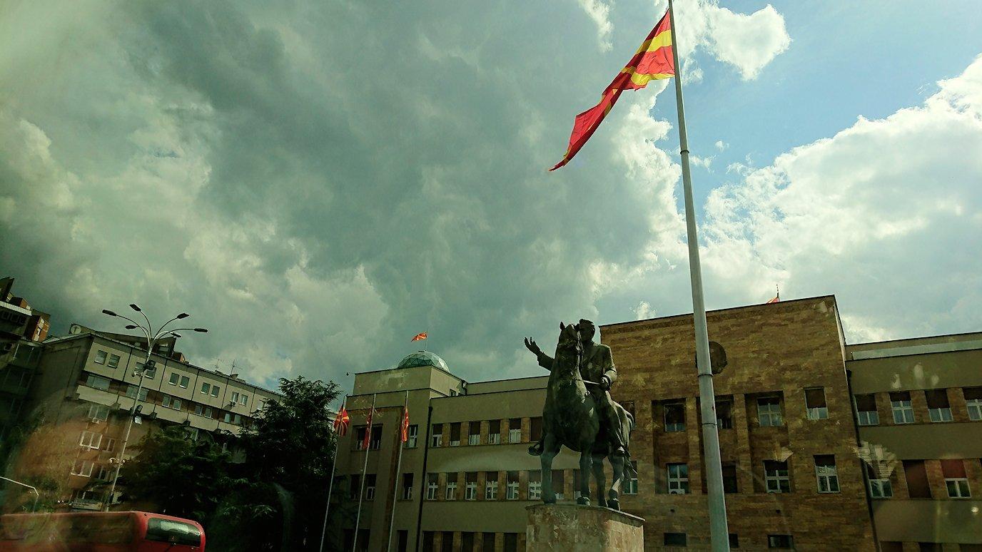 北マケドニアのスコピエ市内でバスに乗って移動9