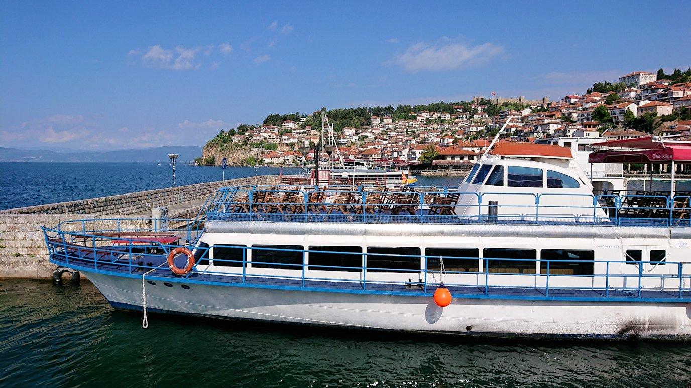 北マケドニアのオフリド湖遊覧終了しオフリドの街に上陸