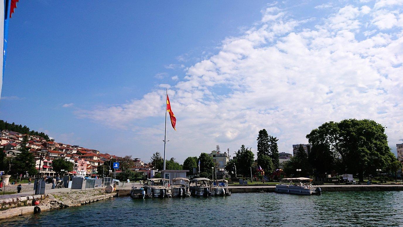 北マケドニアのオフリド湖遊覧終了しオフリドの街に上陸2