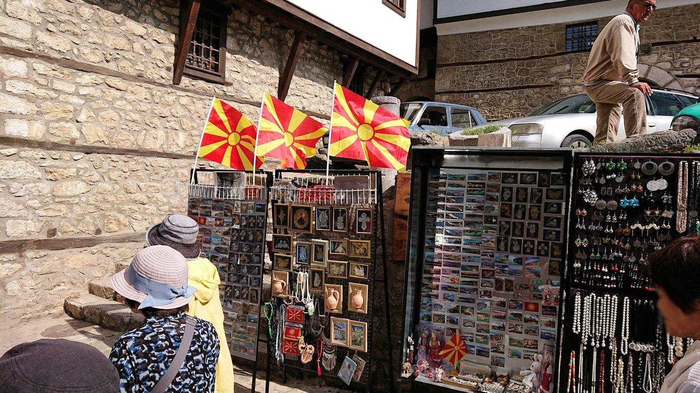 北マケドニアのオフリド湖遊覧終了しオフリドの街を歩いて聖ソフィア教会を目指す