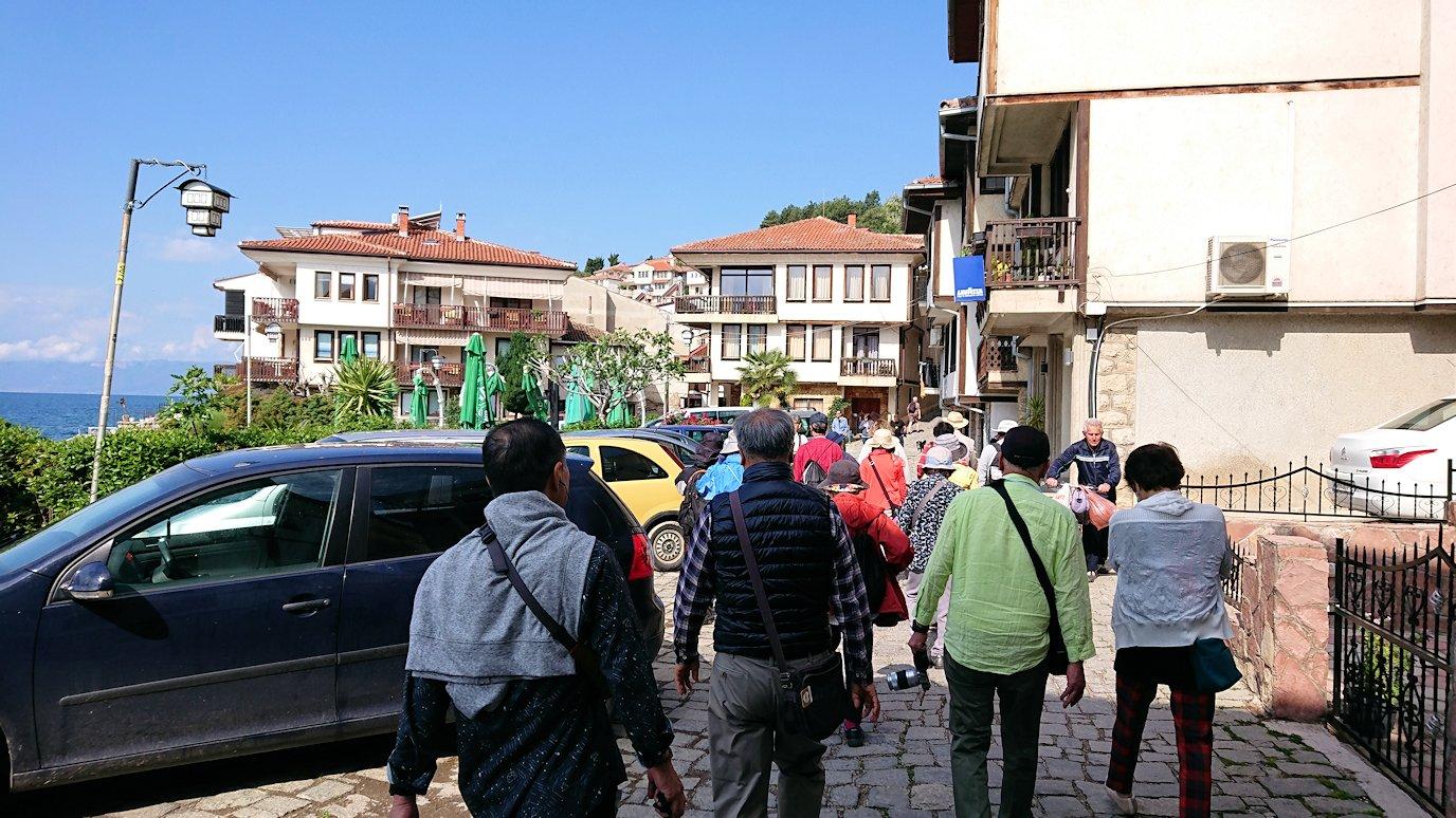 北マケドニアのオフリド湖遊覧終了しオフリドの街を歩いて聖ソフィア教会を目指す5