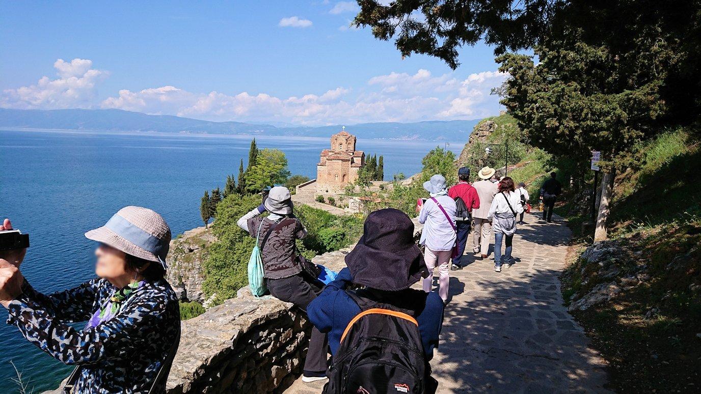北マケドニアのオフリドで聖ヨハネ・カネオ教会を目指して進む5