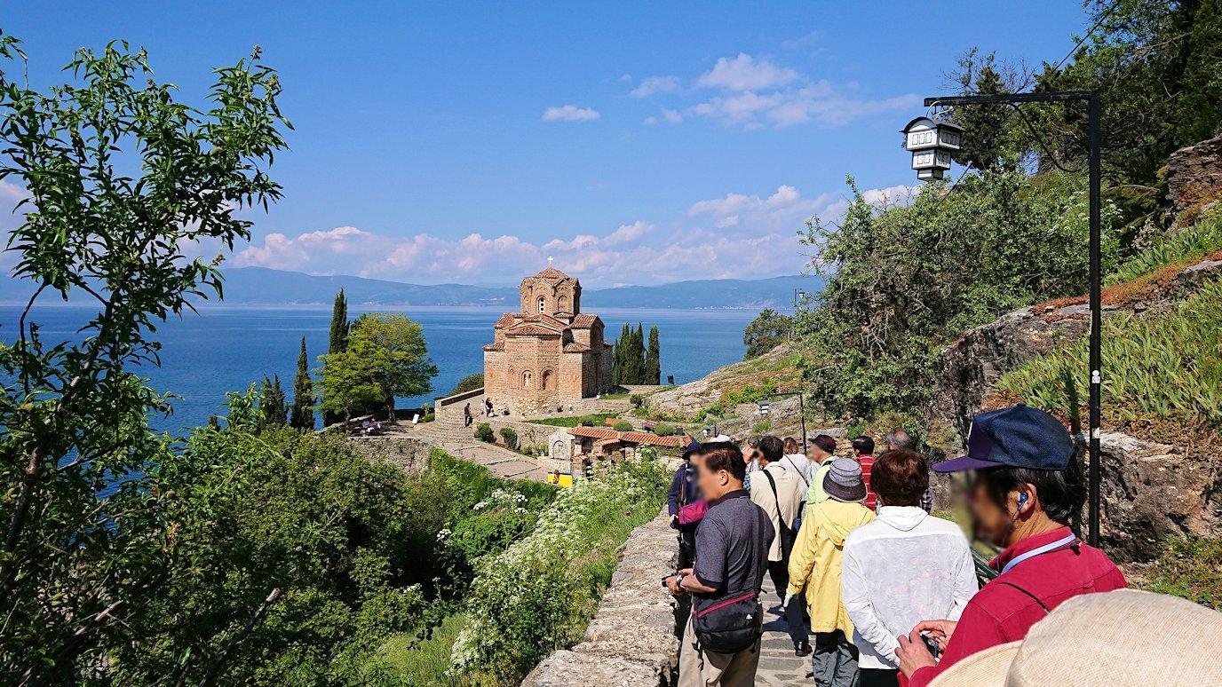 北マケドニアのオフリドで聖ヨハネ・カネオ教会を目指して進む6