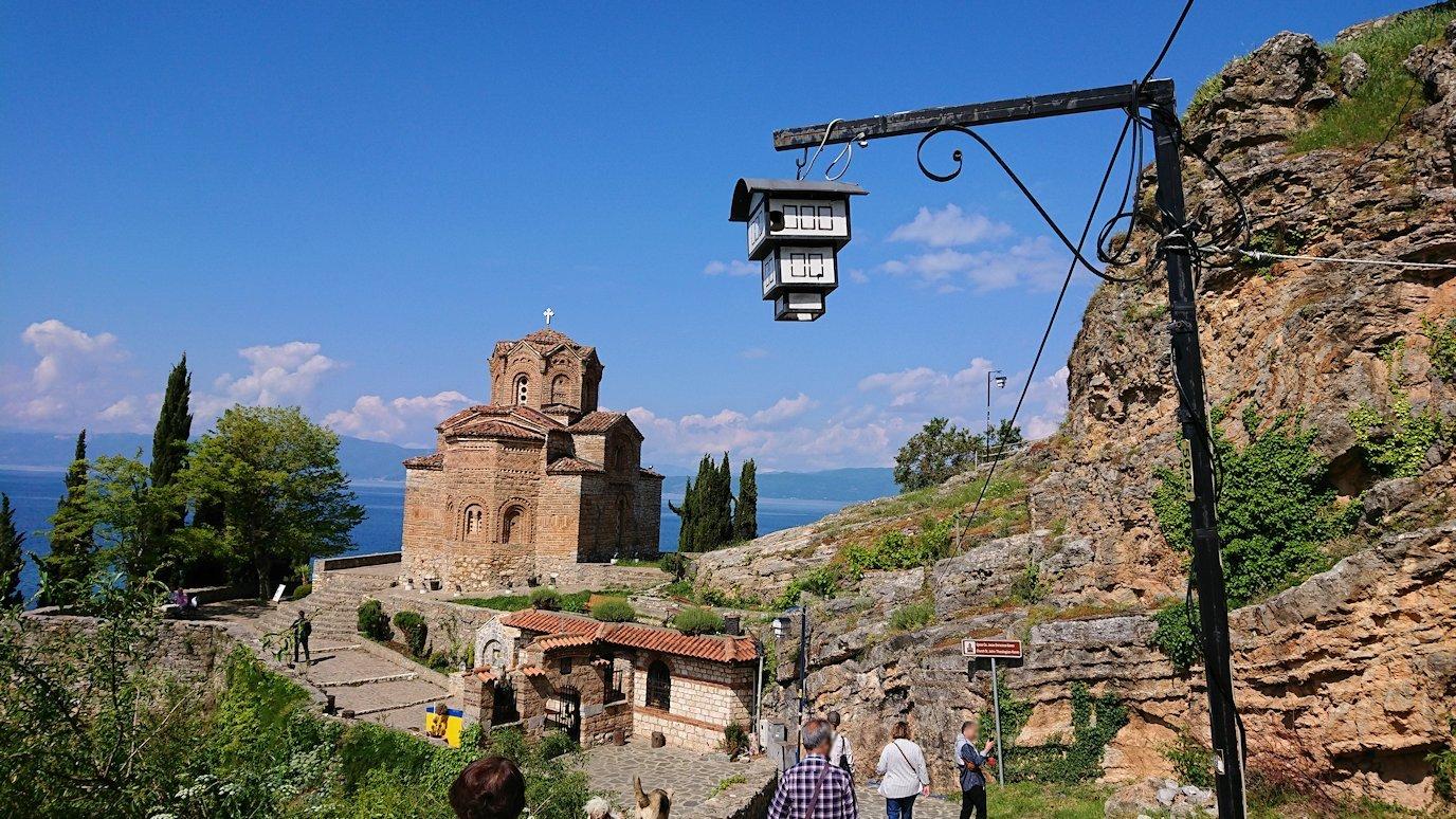 北マケドニアのオフリドで聖ヨハネ・カネオ教会を目指して進む8