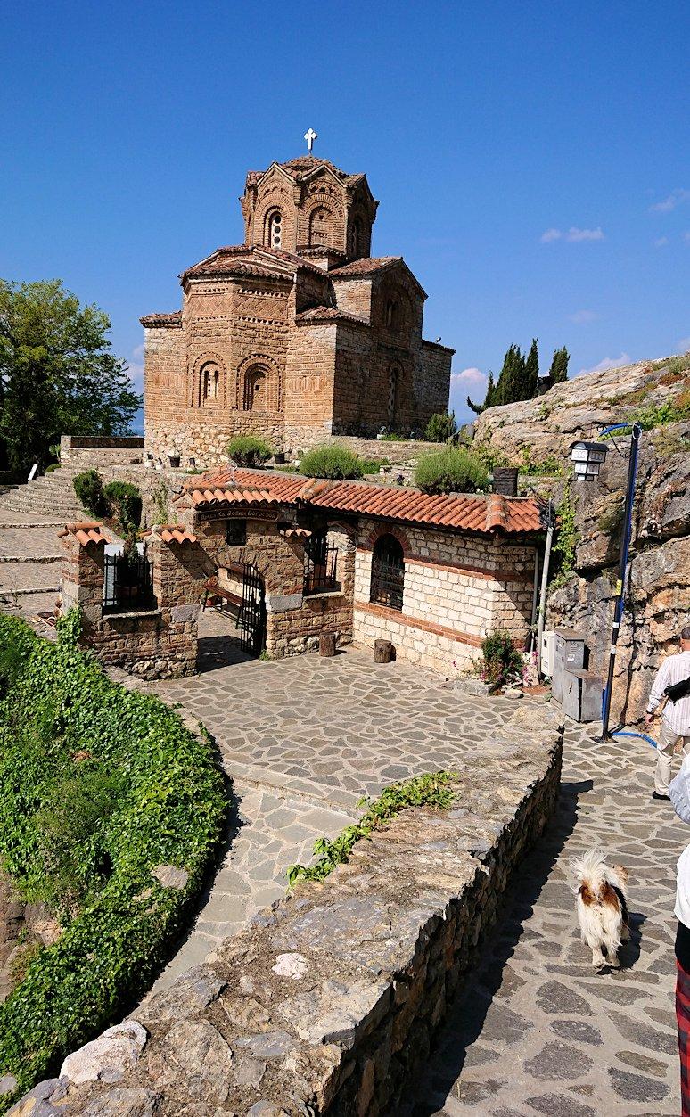 北マケドニアのオフリドで聖ヨハネ・カネオ教会に到着