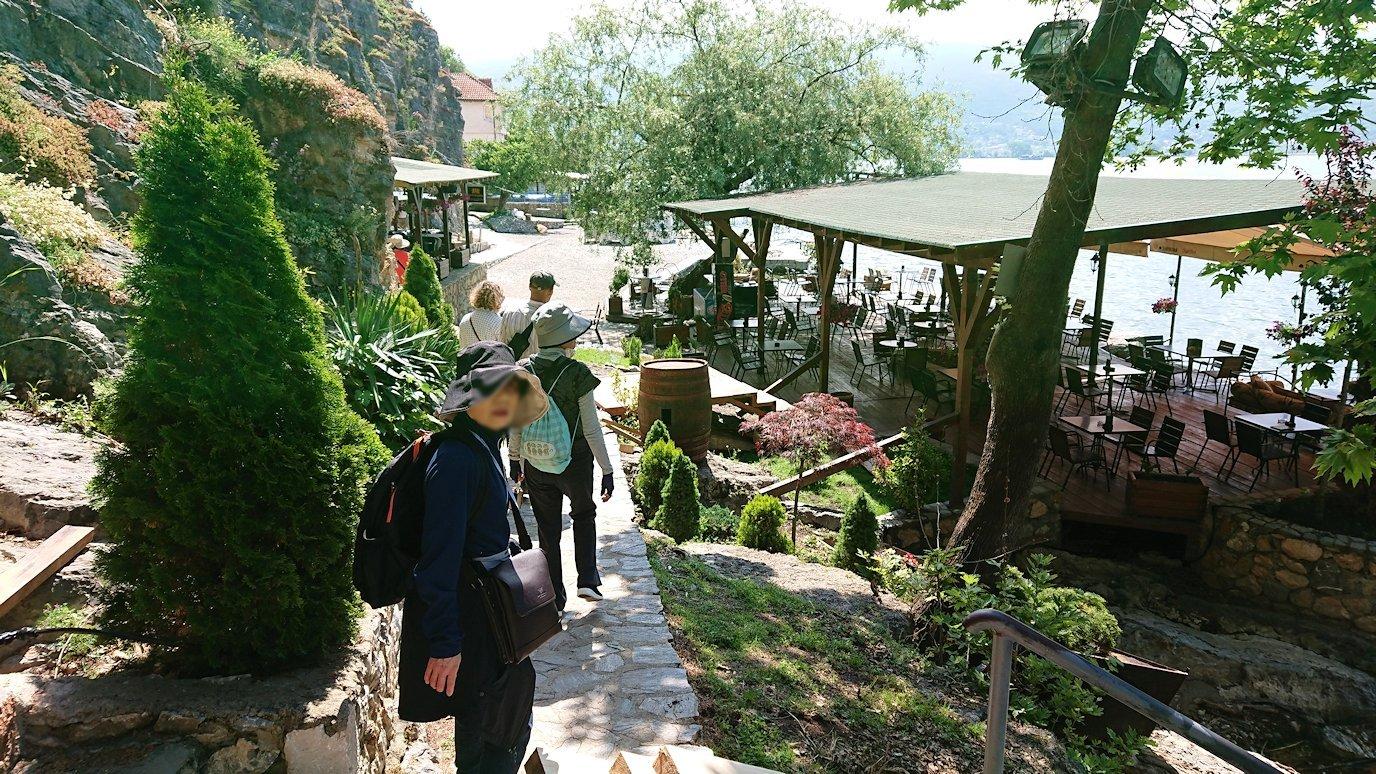 北マケドニアのオフリドで聖ヨハネ・カネオ教会からまた歩いていく5
