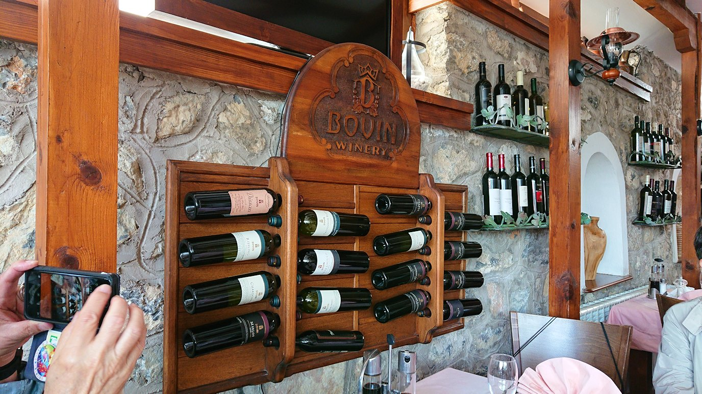 北マケドニアのオフリドのレストランにて2